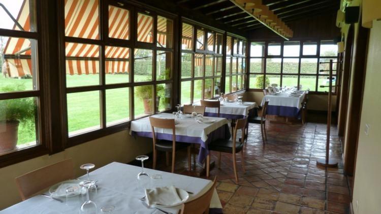 Mesas asador restaurante Mutiloa