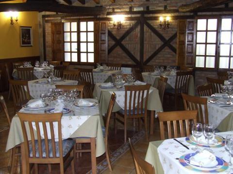 Salón del restaurante La Villa de Santillana del Mar