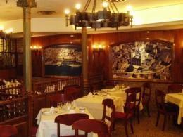 Salón del Restaurante Marisquería Casa Gallega de Madrid