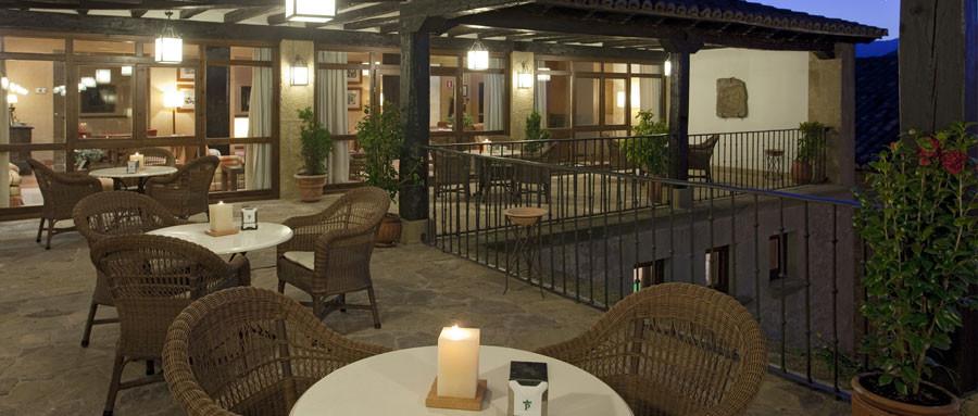 Terraza del restaurante del parador de Sos del Rey Católico