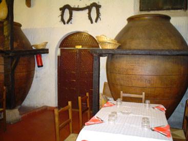 decoración interior del restaurante Quiñones