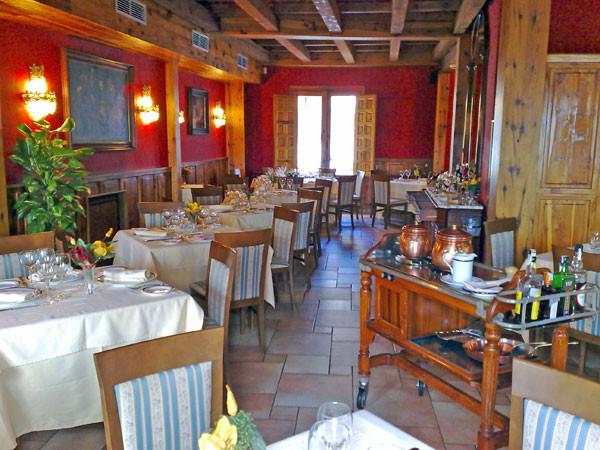 Salones del restaurante los Arcos en Cuenca
