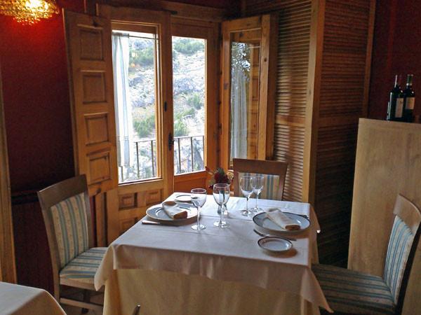 Mesa del restaurante los Arcos de Cuenca