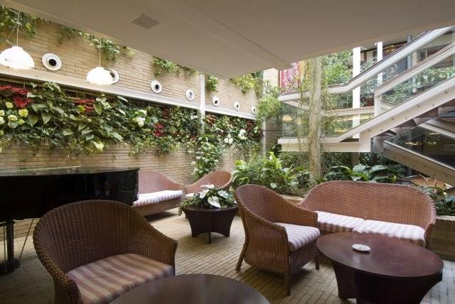 Jardín interior en el Restaurante Tubal
