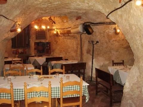 Salón en cueva natural