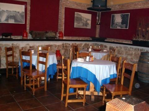 Mesas del restaurante La Bodega del Canal