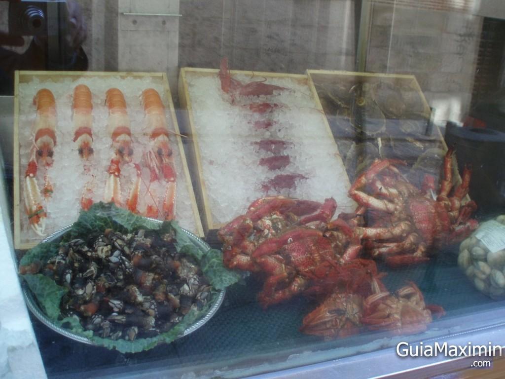 Pescados y mariscos del restaurante marisquería Casa Gallega de Madrid