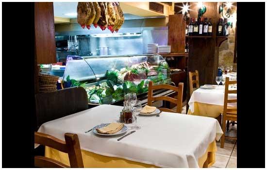 Salón del restaurante Sidrería Aurrerá de Benidorm