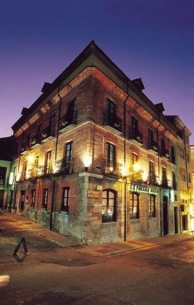 Restaurante Bodega Regia de noche para cenar