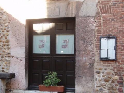 Entrada al restaurante Regia