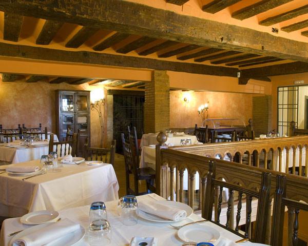 Salón del restaurante barbacoa de Los Arcos de Cuenca