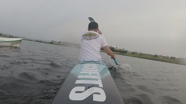 早起きした朝に多摩川でサーフスキー(カヤック)を漕いでいます
