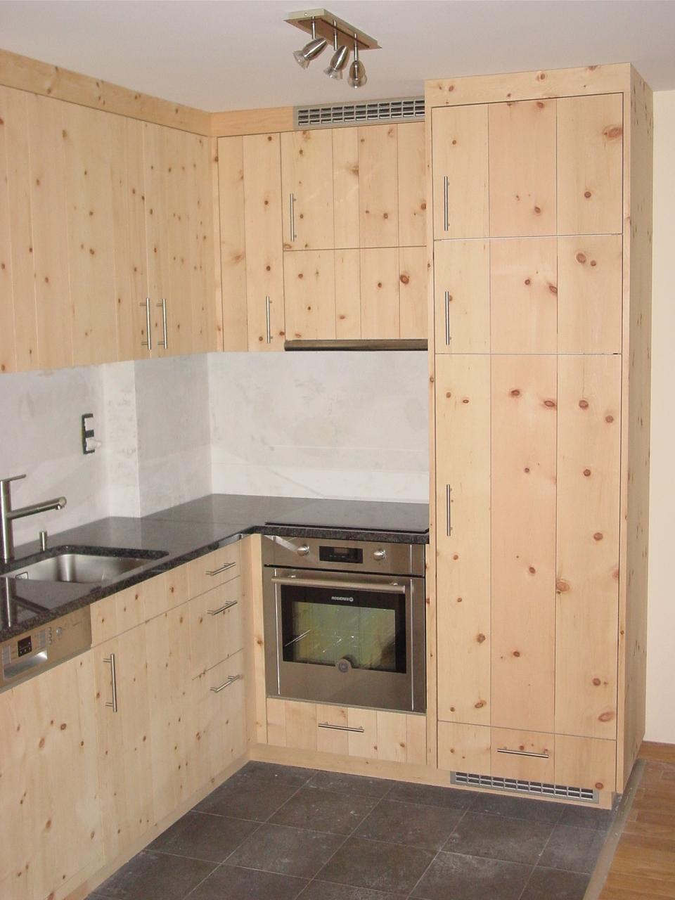 Arvenküche modern, Massivholzküche