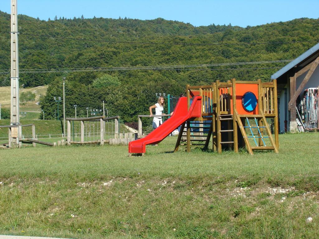 Jeux pour enfants devant le gîte