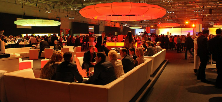 4.000 pax conference with dinner following right behind the screens.