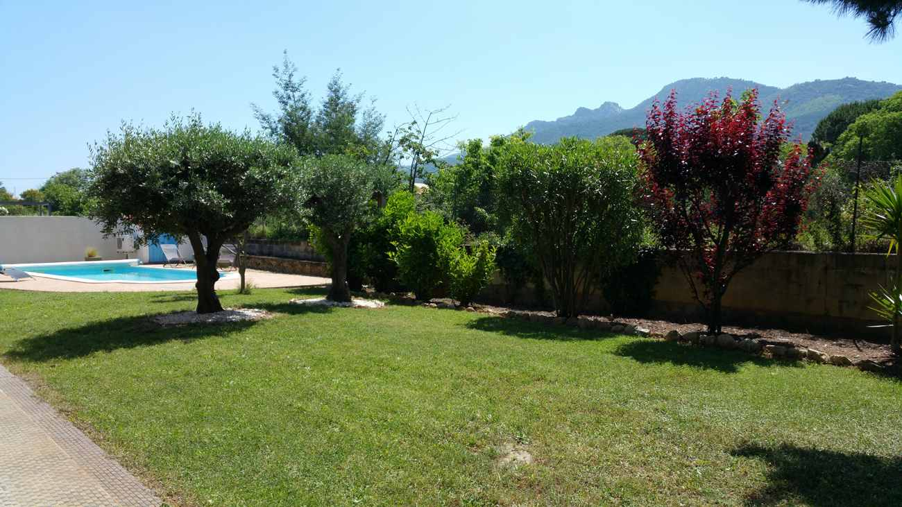 Notre piscine mise à disposition des gîtes et chambres d'hôtes Al Pati à Sorède près de Perpignan