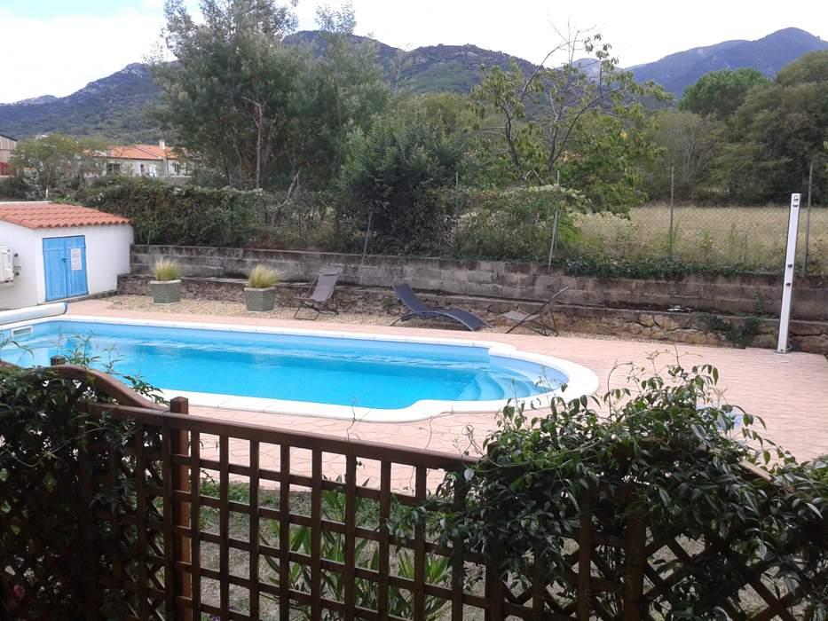 Vue sur la piscine du domaine AlPati proche Collioure et Argelès sur mer