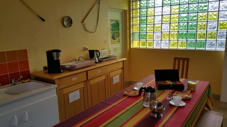 La kitchenette (chambres d'hôtes et gîtes Al Pati à Sorède)