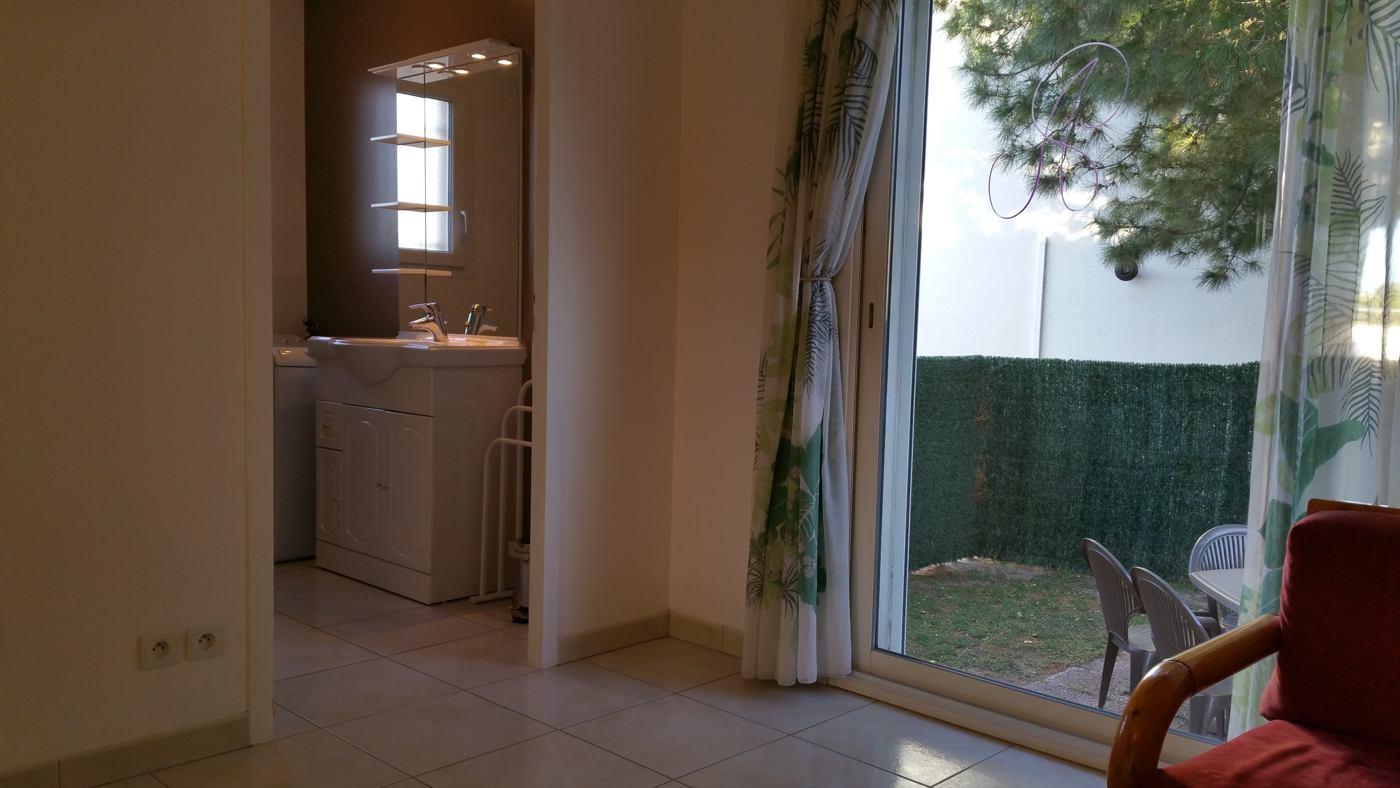 Vue sur la salle de bain du gîte Micocoulier