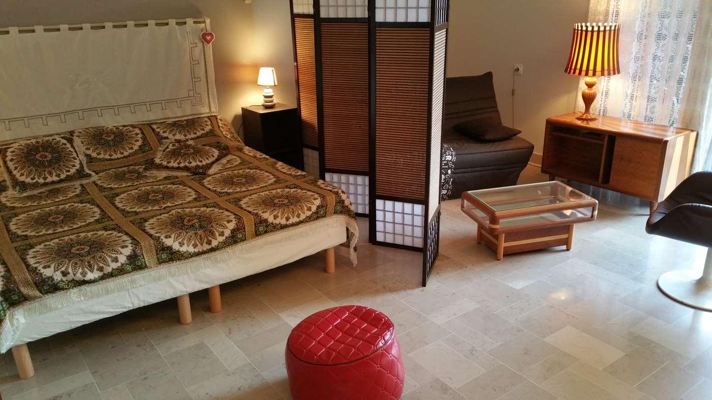 Chambre/salon (clic-clac ou BZ) hébergement Ultrera