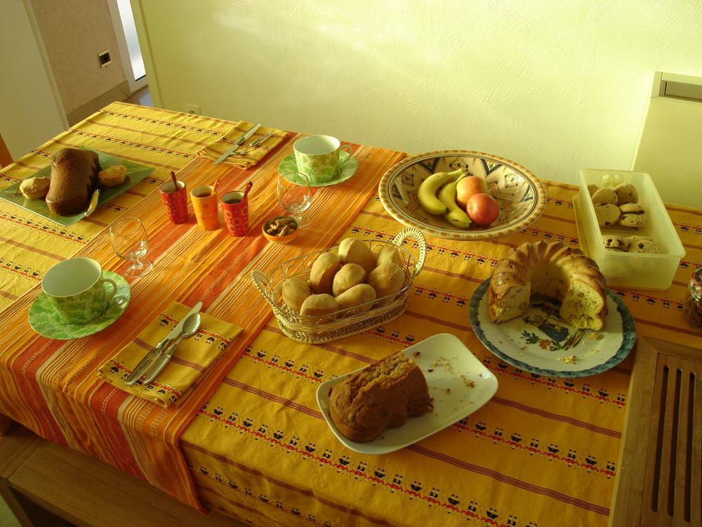 Petit déjeuner dans la kitchenette (chambres d'hôtes Al Pati)
