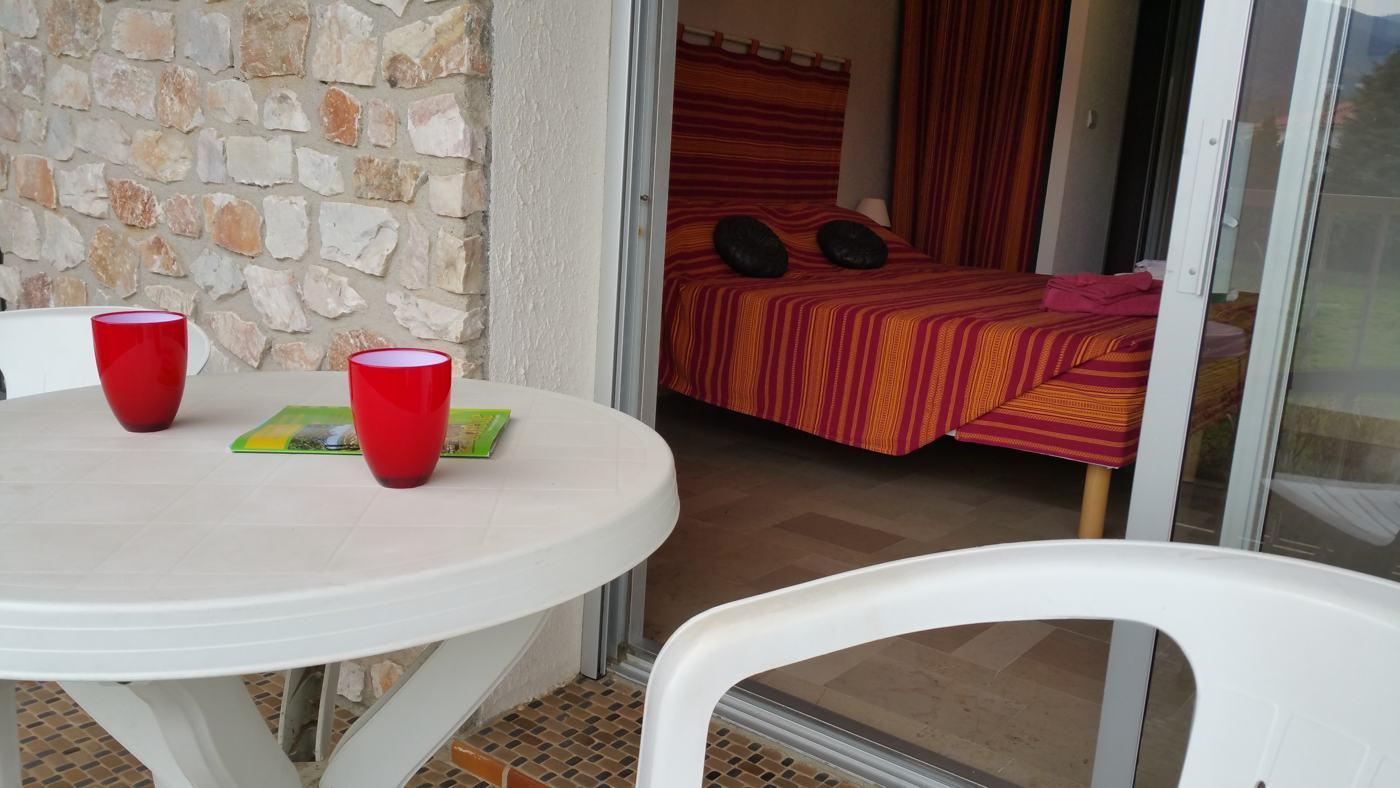 Terrasse de la chambre L'Orry à Sorède proche Perpignan