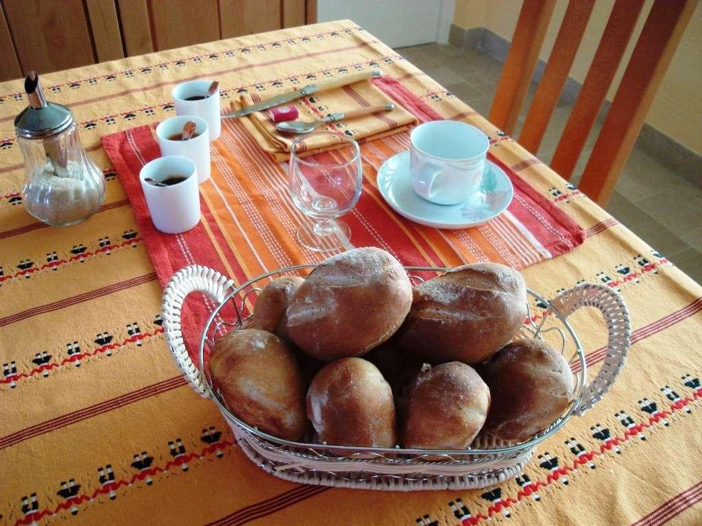"""Petits pains """"maison"""" (chambres d'hôtes et gîtes Al Pati à Sorède)"""