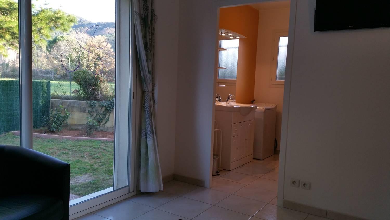 Vue sur la salle de bain du gîte Arbousier (près de Argelès sur mer et Collioure)