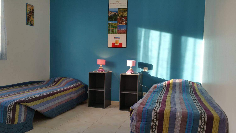 Chambre jusqu'à 3 lits simples ou 1 double et 1 simple du gîte Micocoulier