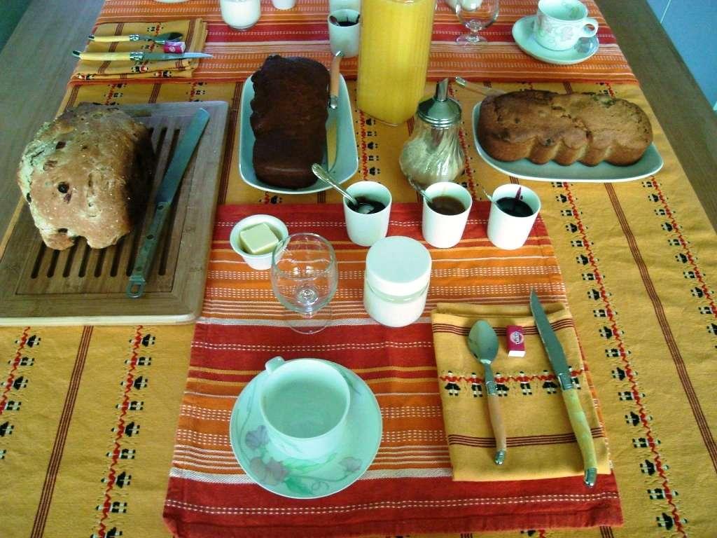 """Petit déjeuner """"maison"""" dans la kitchenette (chambres d'hôtes et gîtes Al Pati à Sorède)"""