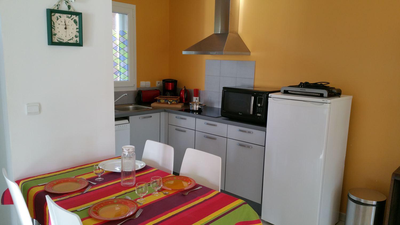 """Salle à manger gîte Al Pati """"l'Arbousier"""" proche Argelès sur Mer et Collioure"""