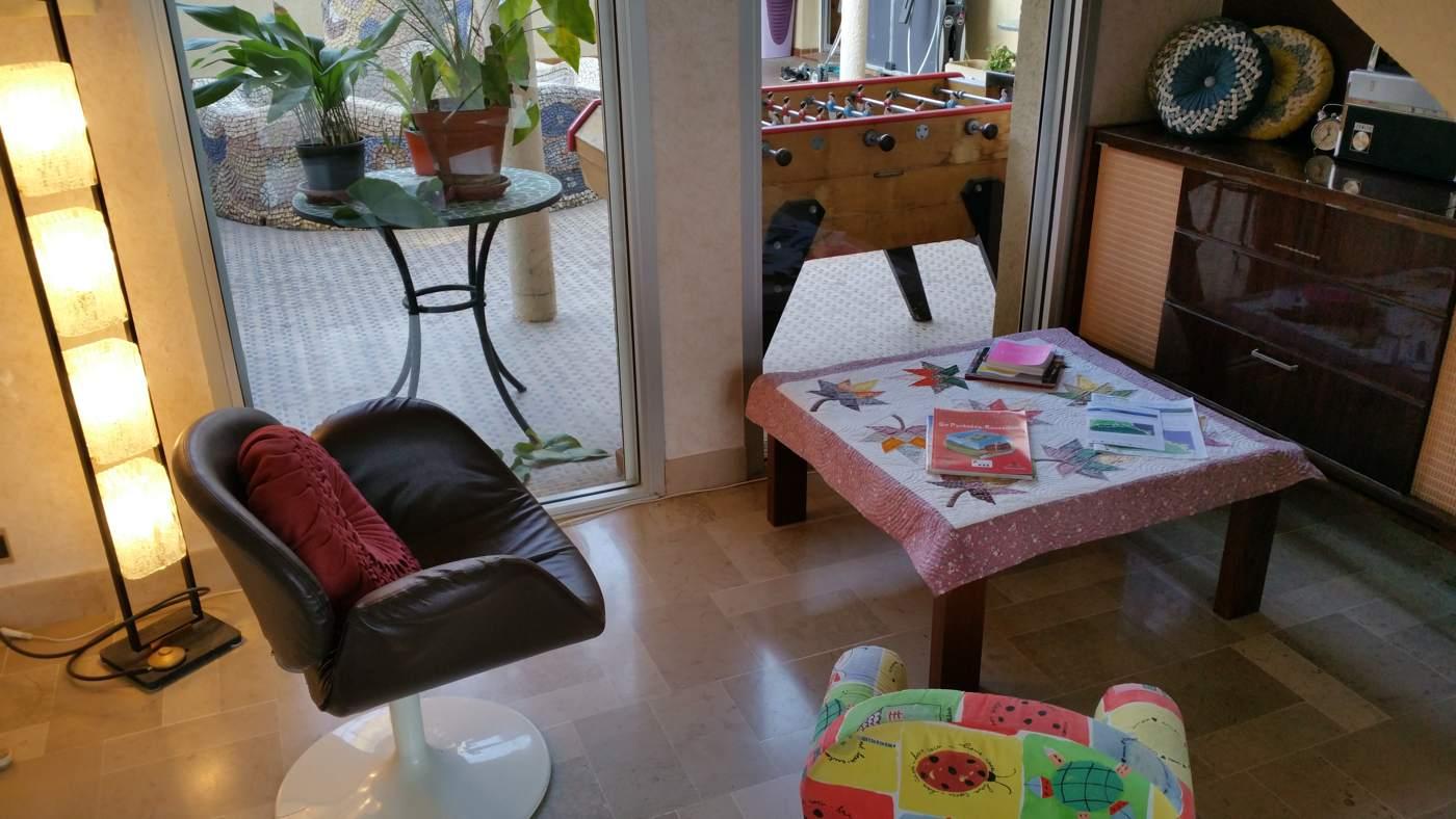 Salon au rez-de-chaussée (chambres d'hôtes et gîtes Al Pati à Sorède)