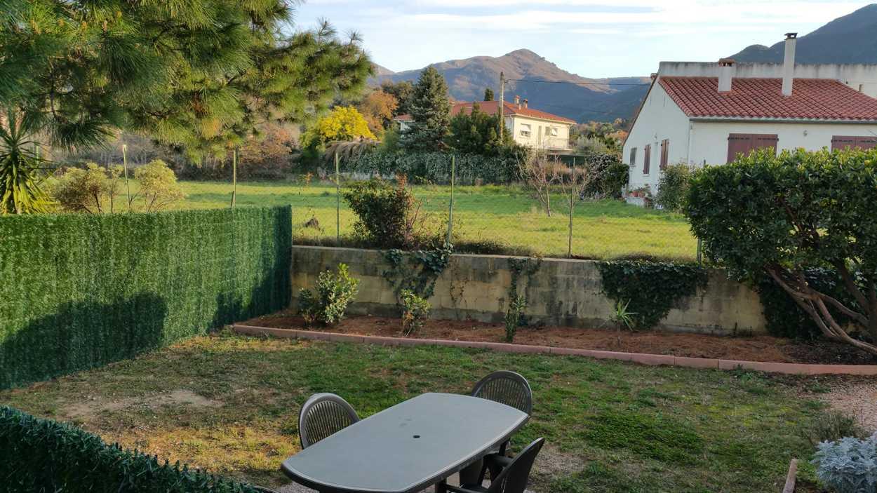 Terrasse et jardin de nos 2 gîtes 5 personnes (gîtes Al Pati)