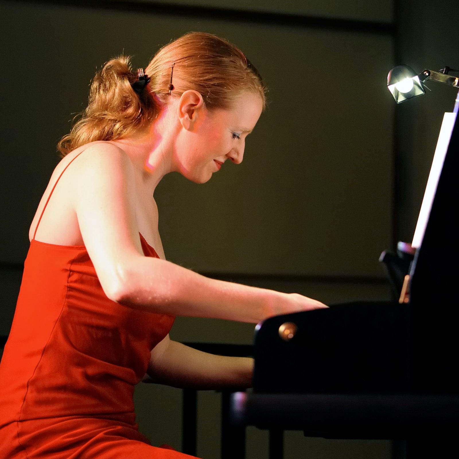 Judy Ruks - Piano
