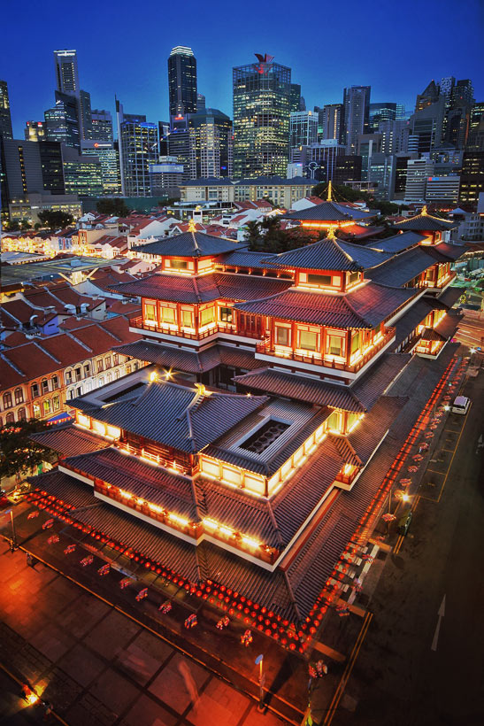 Buddha Tooth Relic Temple in Chinatown | Best Places to Visit in Singapore in 3 Days | Things to do in Singapore | via @Just1WayTicket#singapore #SG #travel #chinatown