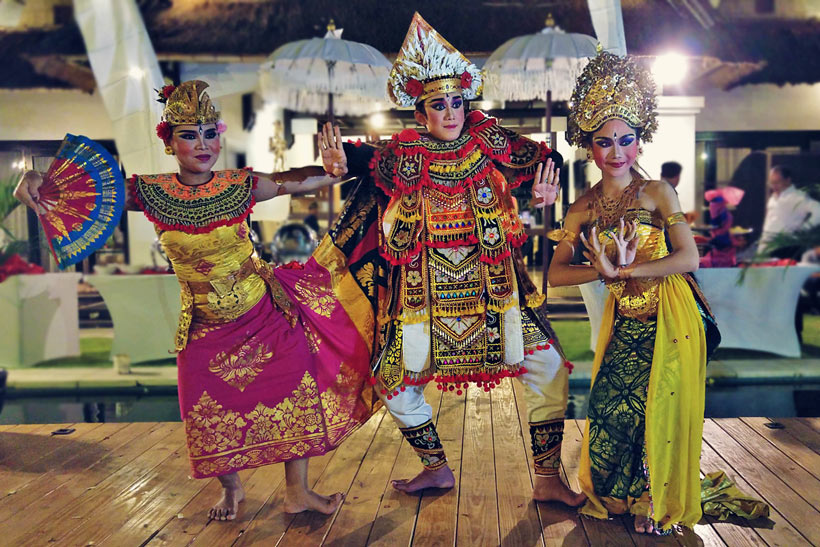 Kecak Dance | Visit a Traditional Balinese Dance Show | One of 10 Top Things To Do In Bali Indonesia | via @Just1WayTicket