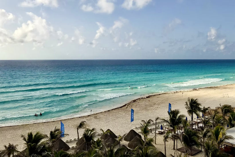 How to travel to Cancun without spending much money