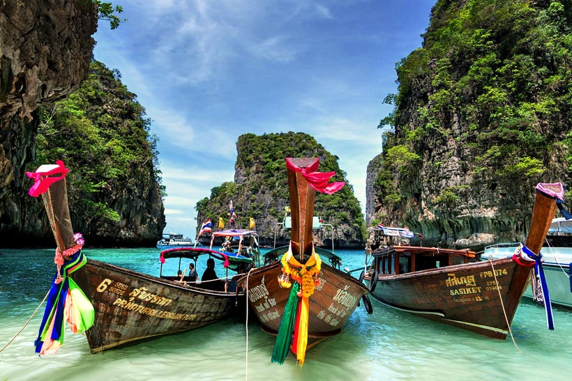 Island Hopping | Travel Guide To Phuket: Things To Do in Phuket And Places To Stay | Phuket offers natural beauty, rich culture, white beaches, tropical islands and plenty of adventure activities | via @Just1WayTicket