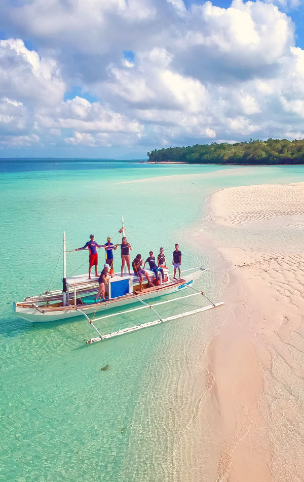 Island Hopping Palawan | 10 Reasons Why You Should Travel To The Philippines | Photo: Unsplash