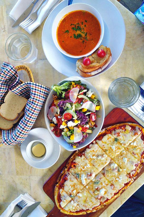 Dinner at Amorita | A Hotel Review of Amorita Resort Bohol | via @Just1WayTicket © Sabrina Iovino