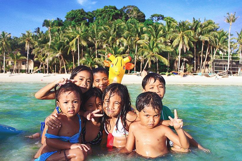 Kids in Siquijor. Philippines 2012 © Sabrina Iovino | JustOneWayTicket.com