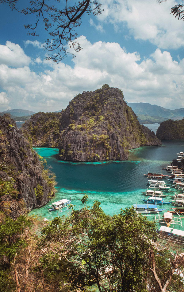 Surreal scenery in Coron | 10 Reasons Why You Should Travel To The Philippines | Photo: Unsplash