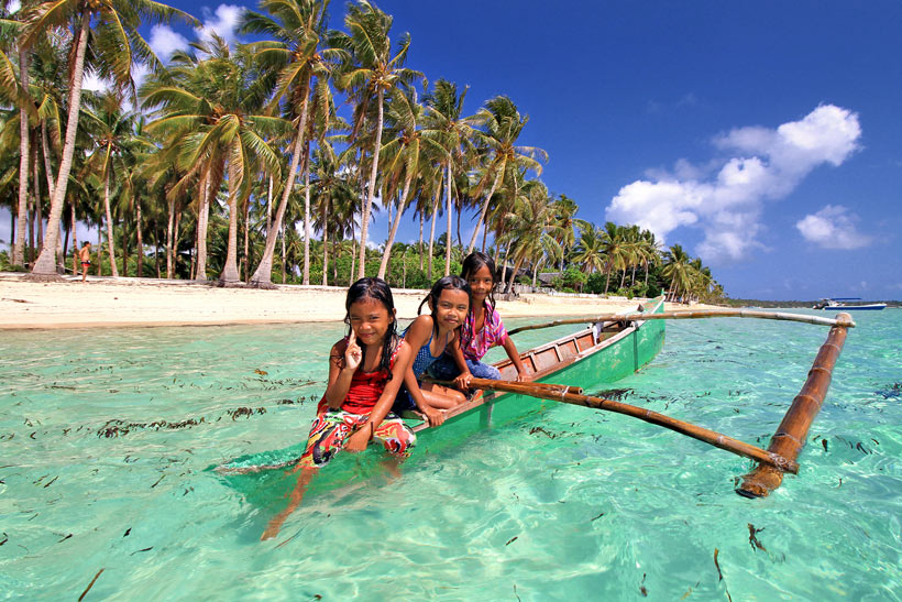 Why you should travel to the Philippines | Photo: Kids in Siargao. Philippines © Sabrina Iovino | via @Just1WayTicket