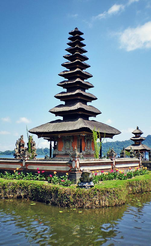 Bedugul Temple | Ancient Temples in Bali | One of 10 Top Things To Do In Bali Indonesia | via @Just1WayTicket