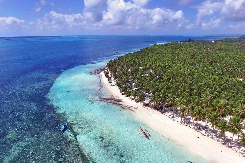 The beach in General Luna | Siargao Island | The Ultimate Guide To Siargao In The Philippines - For Non Surfers © Sabrina Iovino | #Siargao #Philippines #surfing #travel
