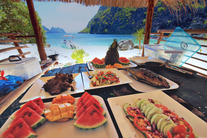 Lunch during Island Hopping in El Nido, Palawan | Coron Or El Nido? Which One Is Really Better? | A Travel Guide to Philippines Last Frontier | via @Just1WayTicket