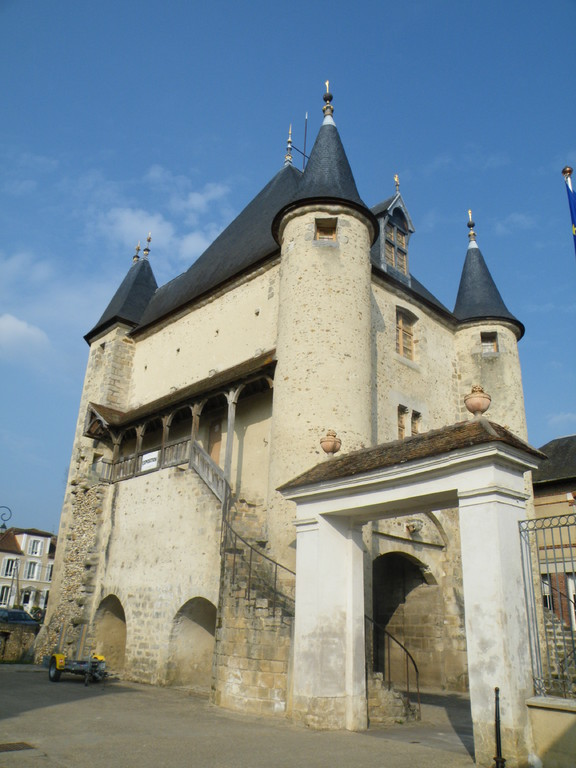 The Sens Gate in Villeneuve-sur-Yonne