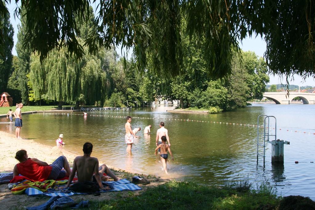 The beach of Villeneuve-sur-Yonne