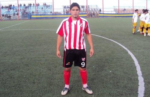 Estuvo en Independiente de Neuquén (temporada 2010).