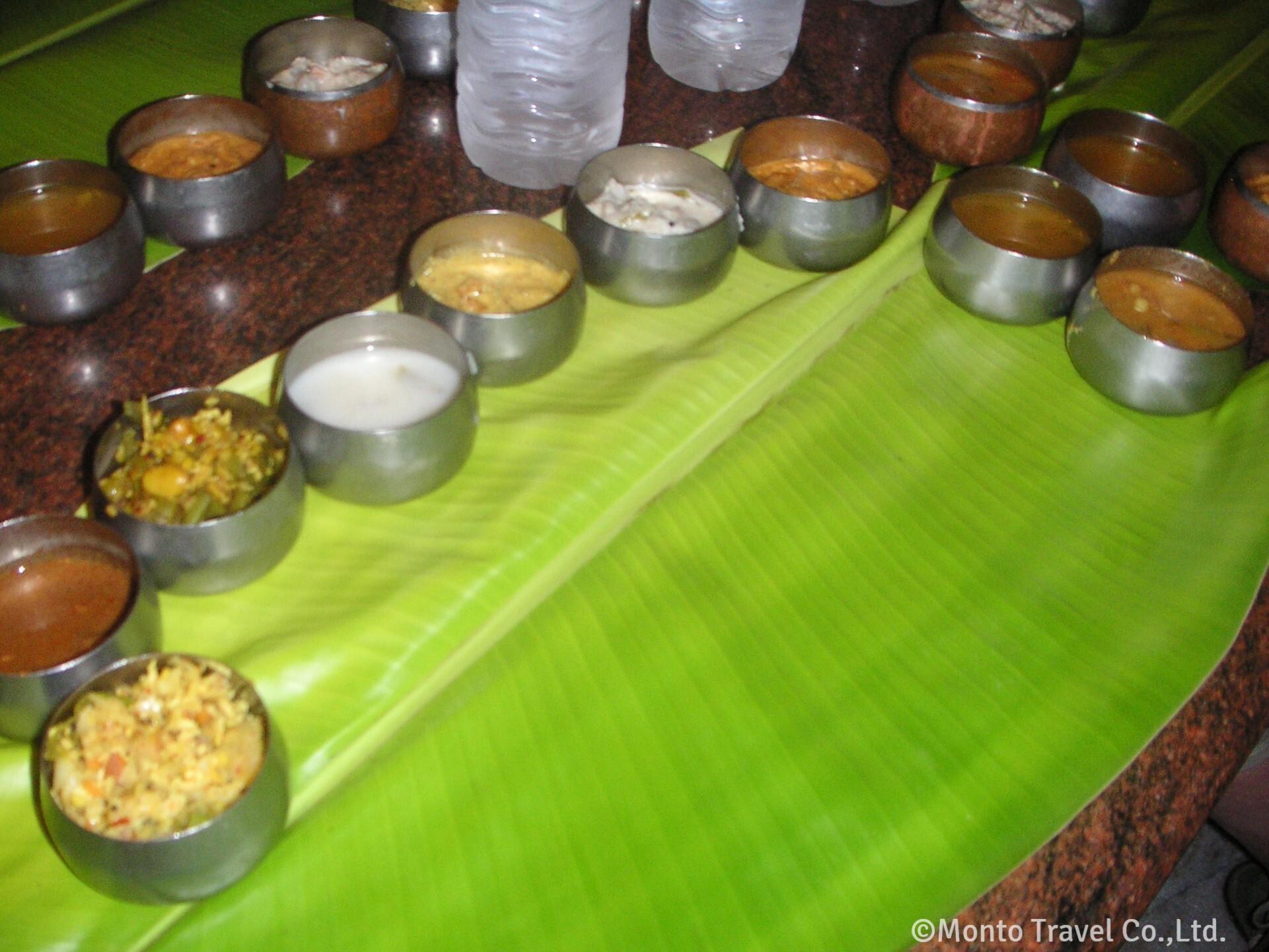 南インドの定食ミールス バナナの葉っぱのお皿